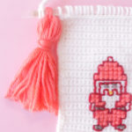 christmas fuzzy sock crochet wall hanging pattern-04