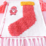 christmas fuzzy sock crochet wall hanging pattern-05